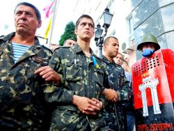 Майдан пригрозил властям военным переворотом