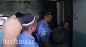Николаев: националисты с милицией силой отобрали российский флаг у пожилой женщины и сожгли (видео)