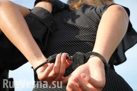 Курсант МВД задержал в московском метро женщину, бросившуюся с ножом на пас ...