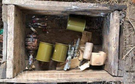 Сотни патронов, гранаты и запалы: на востоке Крыма найден схрон (ФОТО)