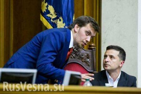 Украинский премьер объяснил, почему такстранно попросил оботставке