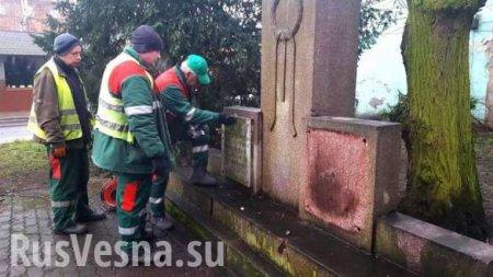 В Польше снесли памятник благодарности Красной армии (ФОТО, ВИДЕО)