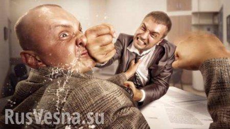 Вооружённый депутат подрался сместным жителем насессии горсовета подКиев ...