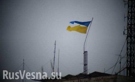 Знаки: в Одессе у Дома профсоюзов рухнул украинский флаг (ФОТО)