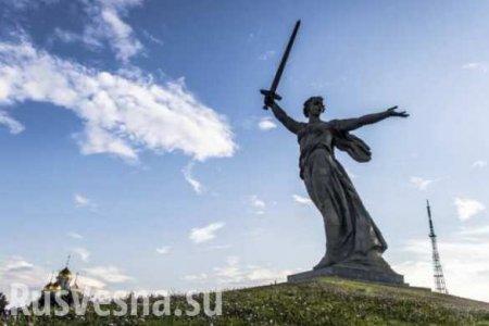 Скандал в Волгограде: «Родину-мать» изобразили с лимоном в руке для рекламы службы доставки (ФОТО)