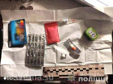 Педагогика по-украински: В Ровно учительницу задержали за продажу наркотиков (ФОТО)