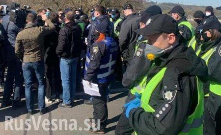 Хроники одичания: в Киеве под «Слава Украине» штурмовали парк, полиция «запаковала» провокаторов (ФОТО, ВИДЕО)