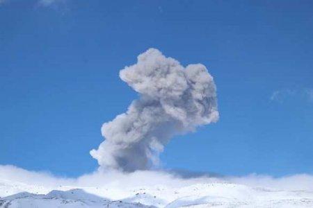 Курильский остров засыпало пеплом вулкана Эбеко (ФОТО, ВИДЕО)
