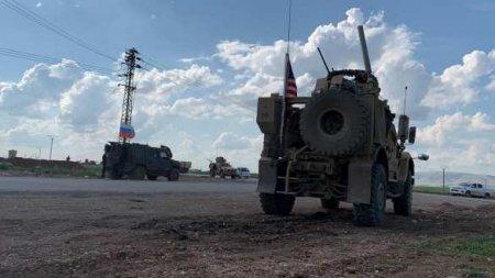 Российские военные заблокировали и развернули колонну армии СШАвСирии (+Ф ...
