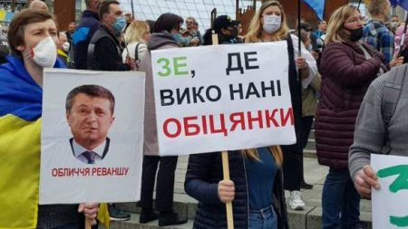 «Зеля — лох»: неонацисты пришли кдому Зеленского (ФОТО, ВИДЕО)
