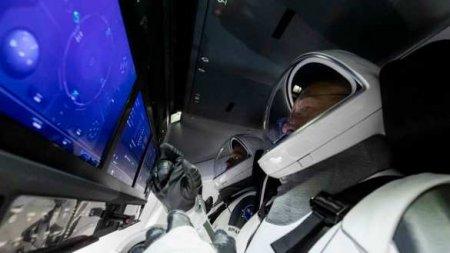 Ударился головой: Командир Crew Dragon пострадал припереходе наМКС