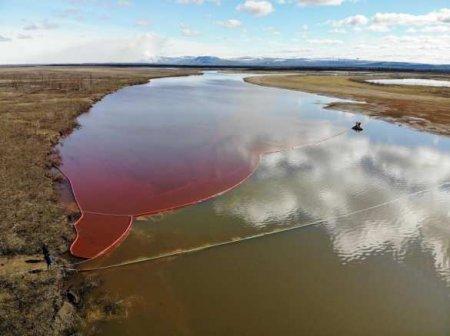 ЧП в Норильске: воды реки в Красноярском крае окрасились в кровавый цвет (ФОТО, ВИДЕО)