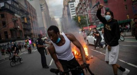 Крики, избиение и клубы газа: что происходит в «империи добра» (ВИДЕО)