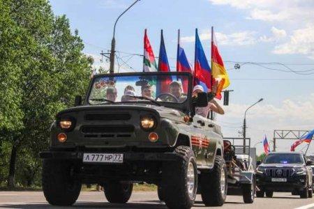 Яркие кадры: столица ЛНР празднуетДень России (ФОТО)
