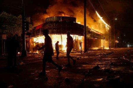 США на грани уничтожения, — западные СМИ (ВИДЕО)