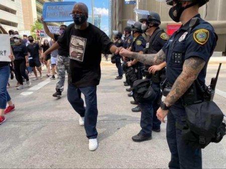 ВСоединённых Штатахмассово увольняются полицейские