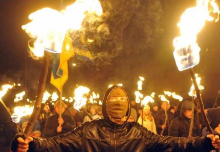 Боевые отряды украинских неонацистов начали террор вотношении членов «Парт ...