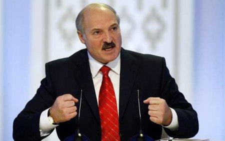 «Если бы мы не подрезали крылья ворюгам, то оказались бы на коленях», — Лукашенко о происходящем в стране