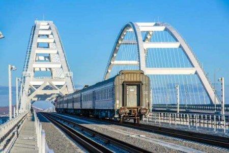 По Крымскому мосту пошли грузовые поезда (ВИДЕО)