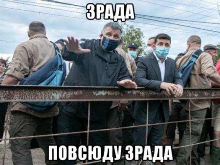 «Дорог нет, хлеб чёрствый» — украинцы засыпали Зеленского жалобами, а он разозлился и ушёл (ВИДЕО)