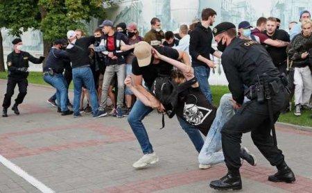 Битвы протестующих сОМОНом вБелоруссии: толпа натолпу (ВИДЕО)