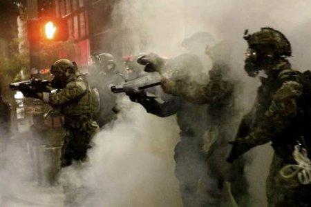 Зажигательные снаряды, слезоточивый газ и гранаты: силовой разгон протестующих в Портленде (ВИДЕО)