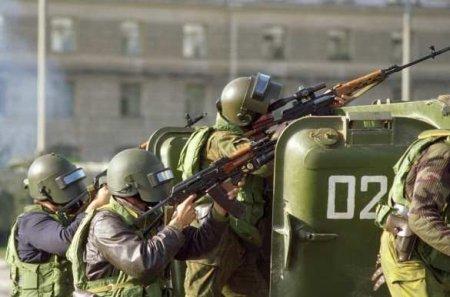 Минск кипит: силовики и спецтехника на улицах, начались задержания, закрыто метро (ФОТО)