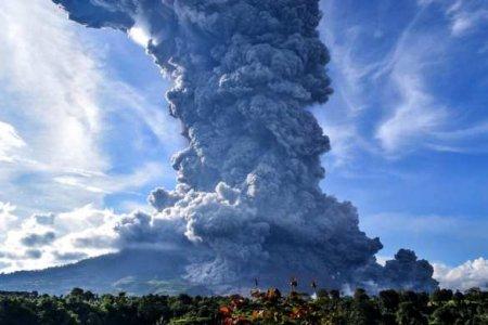 В Индонезии проснулся вулкан: впечатляющие фото (ФОТО, ВИДЕО)