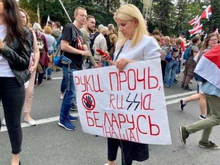 «Вован, не лезь!» — антироссийские и антипутинские лозунги на вчерашнем марше в Белоруссии (ФОТО)