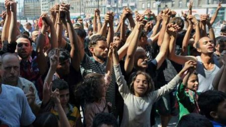 Мигранты призывают шведов эмигрировать из Швеции