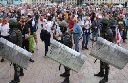 В Минск едут водомёты, спецтехника и километры «колючки» (ВИДЕО)