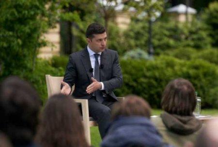 Зеленский запутался в собственных интервью и назвал себя «поверхностным человеком» (ВИДЕО)