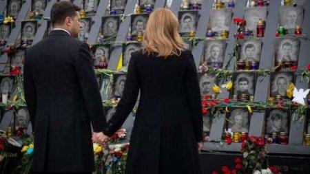 Мужчина помочился на памятник «Небесной сотне» в Киеве (ВИДЕО)