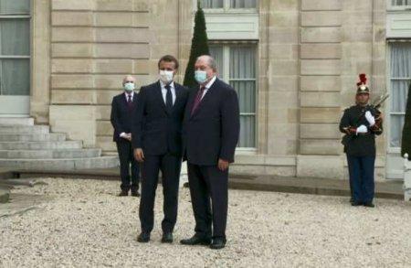 Макрон принял президента Армении в Елисейском дворце (ВИДЕО)
