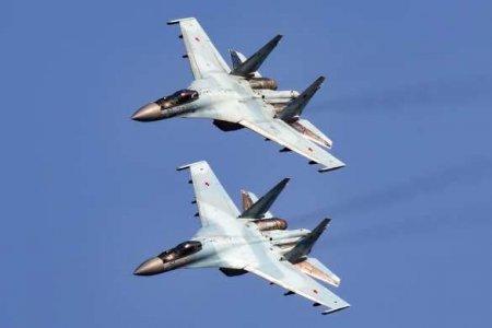 Эффектные кадры высокоманёвренного воздушного боя Су-35 (ВИДЕО)