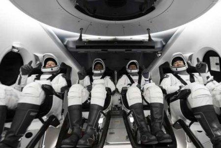Космический корабль Илона Маска пристыковался кМКС(ФОТО, ВИДЕО)