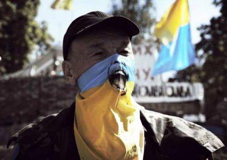 Враги окружают: вЗапорожье «патрiоту» померещился флаг ДНР (ВИДЕО)