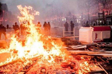 Париж вогне: погромы, поджоги, битвы сполицией (ВИДЕО)