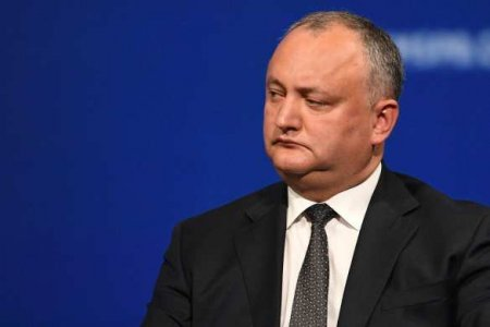 Санду обвинила Додона в попытке захвата власти в Молдавии