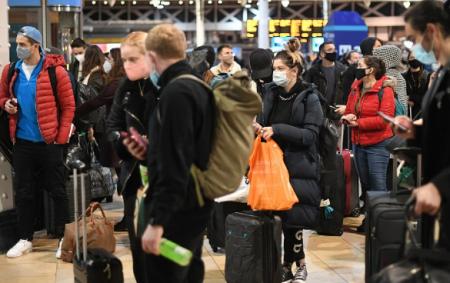 Эвакуация, какввойну: жители Лондона бегут, Италия иБельгия отменяют всерейсы вБританию (ФОТО, ВИДЕО)