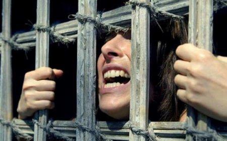 Особо опасна для детей: Красивая девушка превратила себя в знаменитую уродину и за это села в тюрьму (ФОТО)