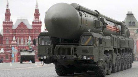 Уникальные кадры: Минобороны России показало загрузку межконтинентальной баллистической ракеты «Ярс» (ВИДЕО)