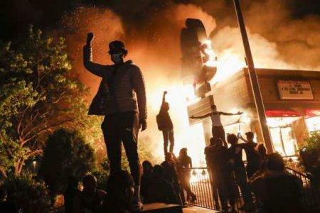 «Произойдёт мощное восстание»: ФБРпредупреждает овооружённых акциях протеста