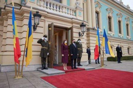 «Слава Украине!»: президент Молдавии порадовала неонацистов в Киеве (ФОТО, ВИДЕО)