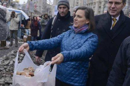 На Майдане произошла стычка из-за печенья (ВИДЕО)