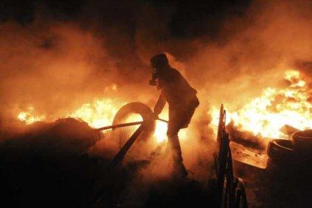 Горящая столица НАТО: пылает полицейский участок, хаос на улицах (ВИДЕО)