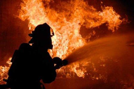 Пожар в общежитии на Днепропетровщине: горит целый этаж, людей доставали из окон (ВИДЕО)