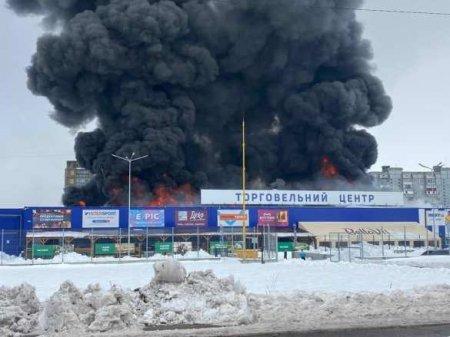 Украина: мужчина с топором напал на охранников и поджёг новый гипермаркет (ФОТО, ВИДЕО)