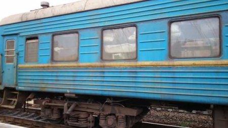Под Днепропетровском перевернулись 8 вагонов поезда (ФОТО)