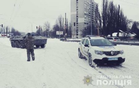 Непогода вторые сутки накрывает Украину: надорогах коллапс, области обесточены, задействована бронетехника (ФОТО, ВИДЕО)
